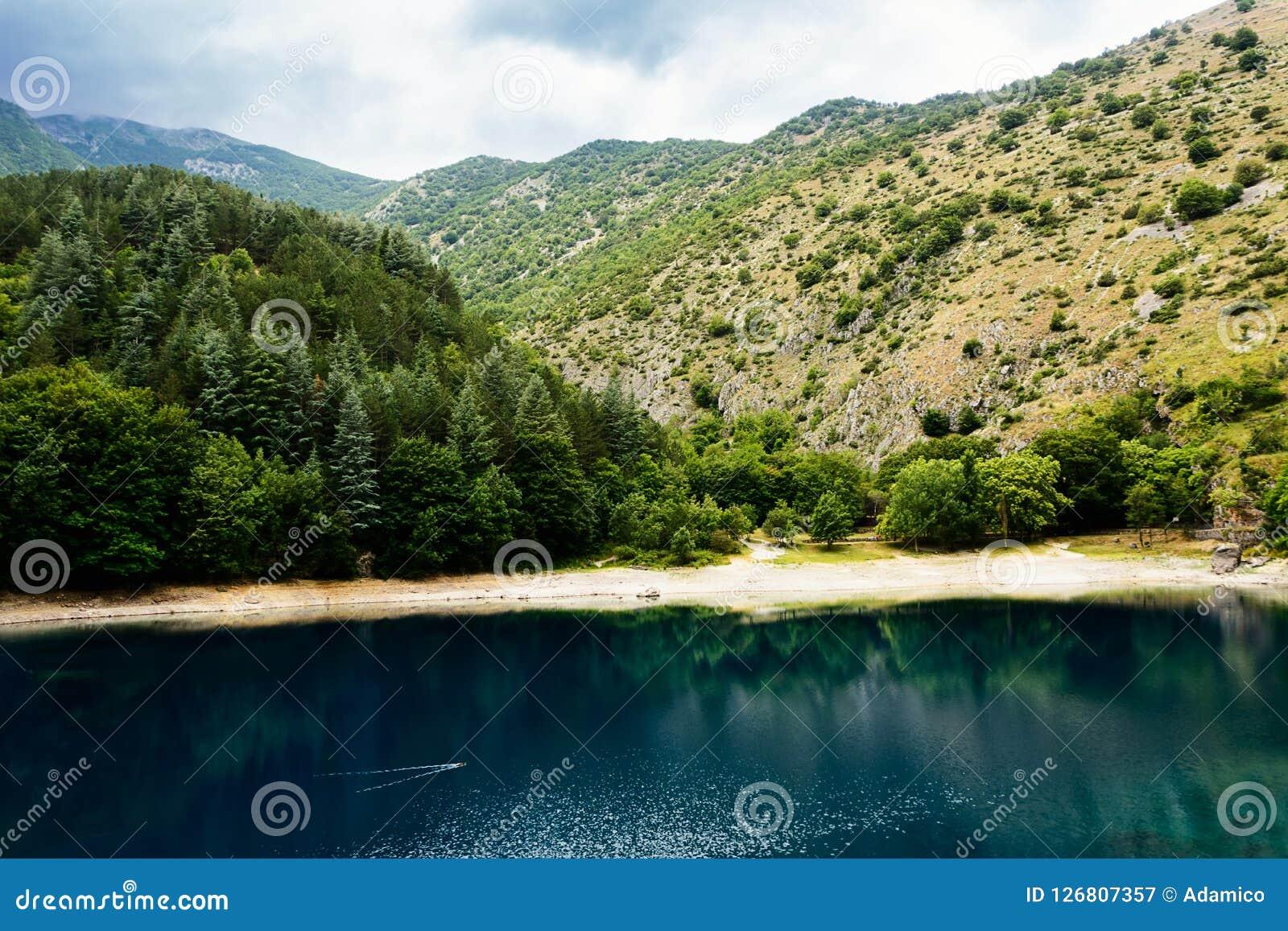 Lago di San Domenico nelle gole di Sagitta