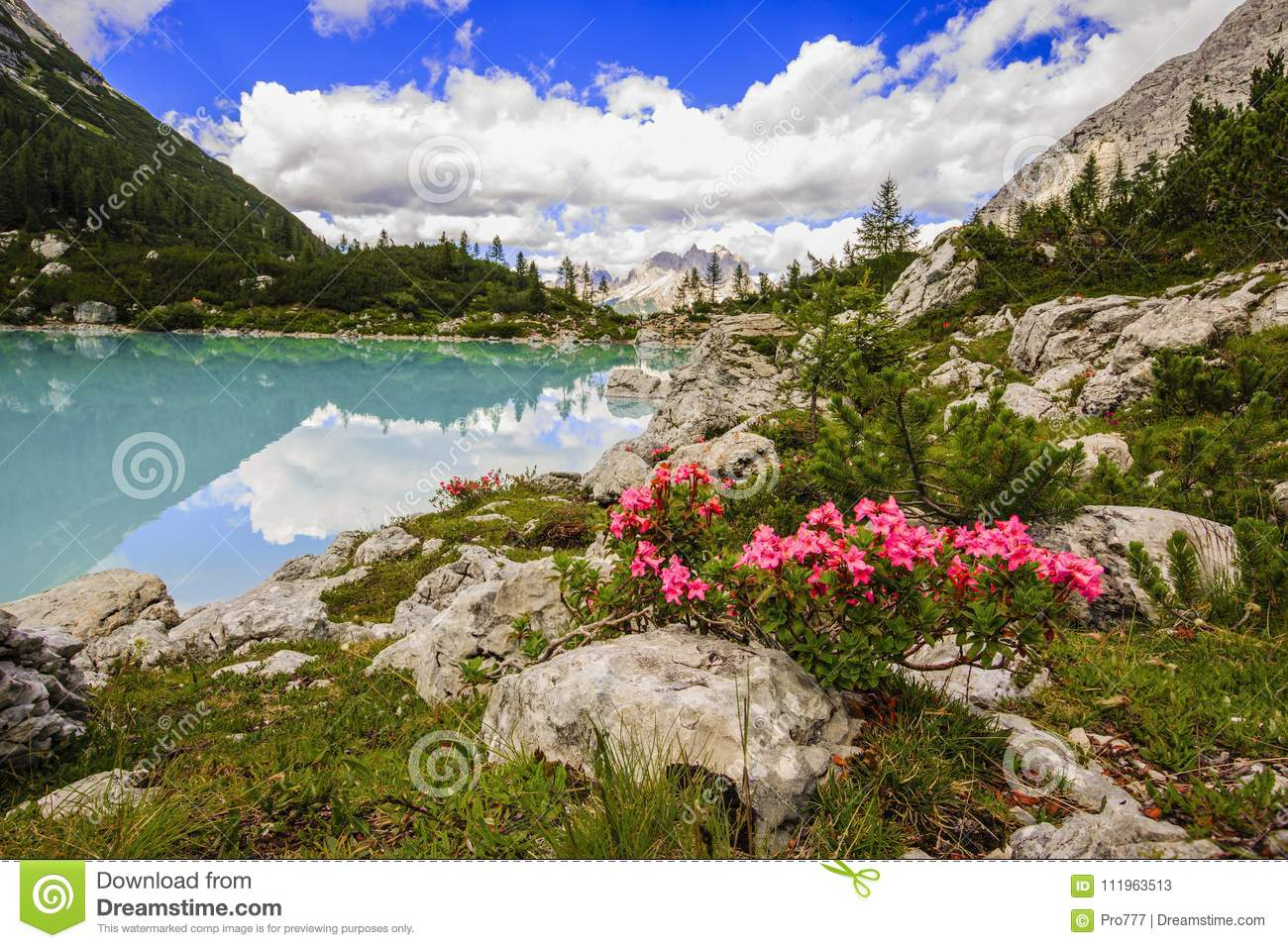 Lago di Sorapiss with amazing turquoise color of water. The mou