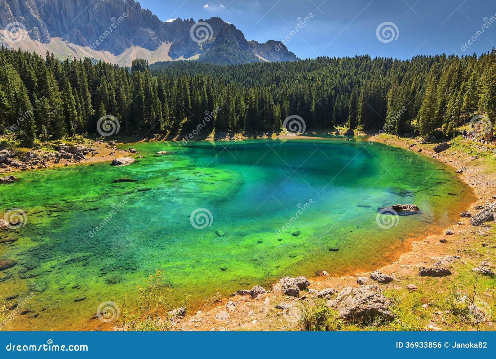 Lago in dolomia val di fassa tirolo del sud italia for Casa di piantagioni del sud