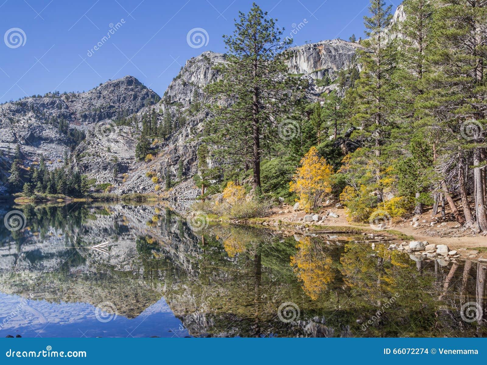 Lago eagle, California nella caduta