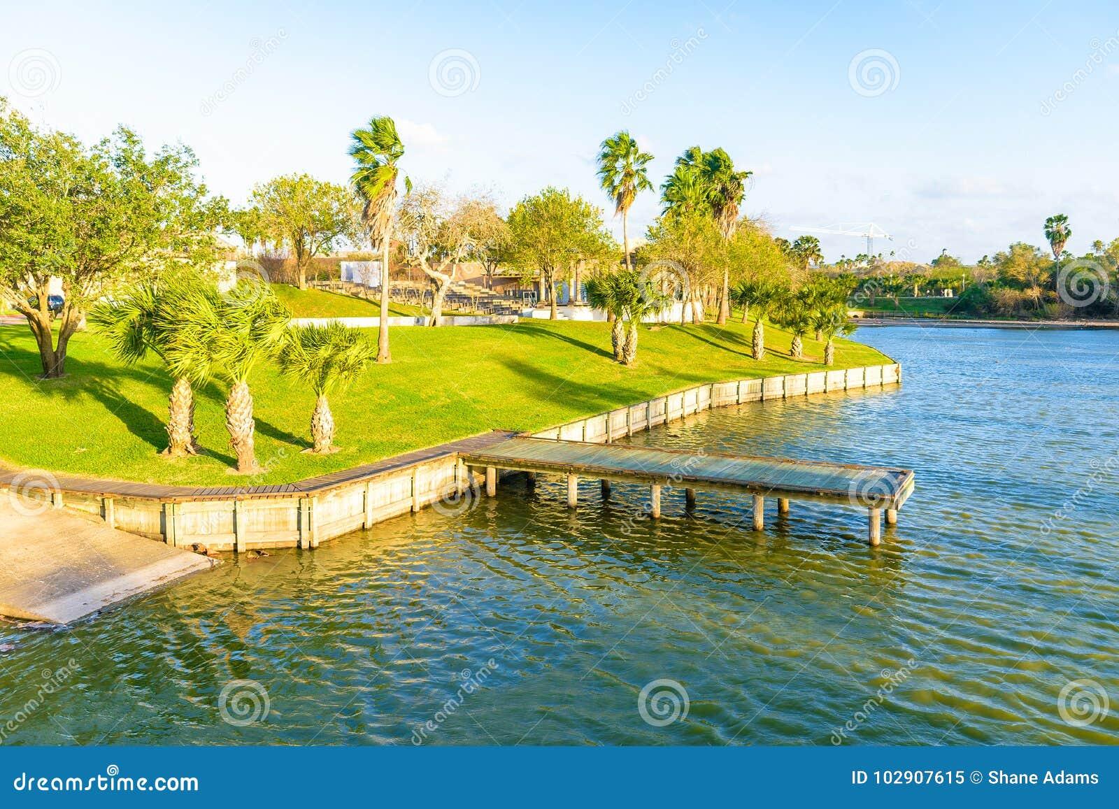 Lago en Brownsville, Tejas