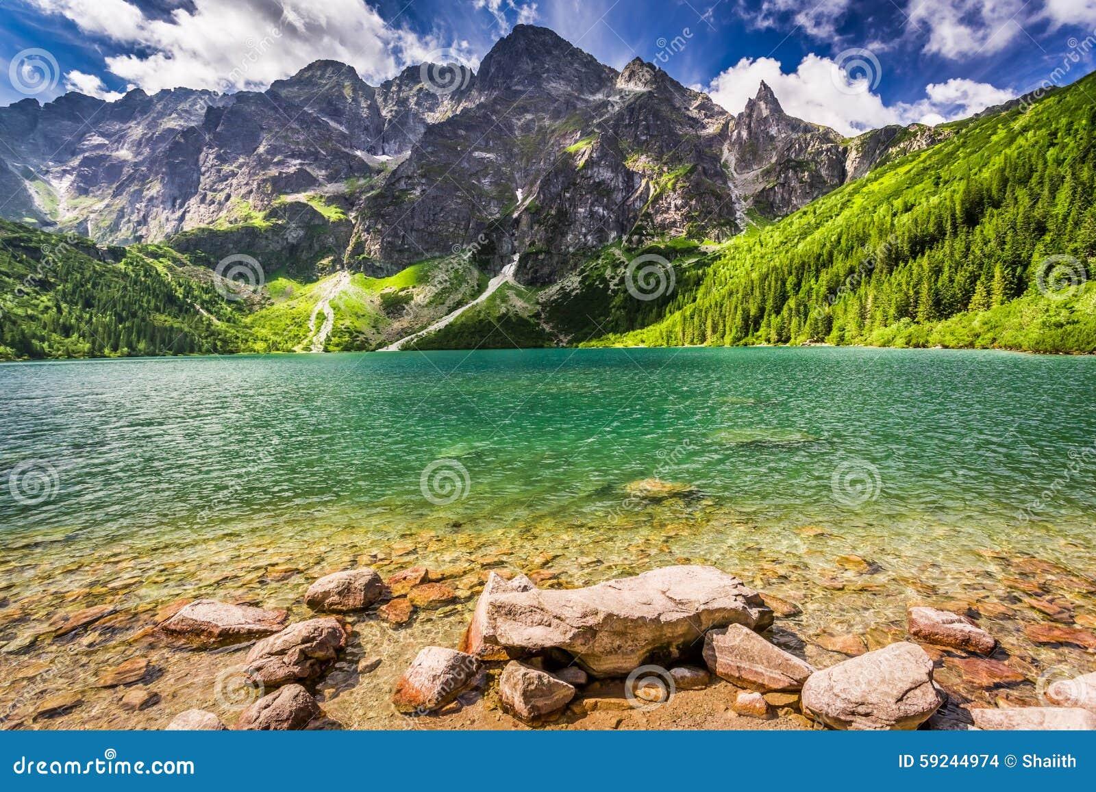 Download Lago En El Medio De Las Montañas En La Salida Del Sol Foto de archivo - Imagen de agua, charca: 59244974