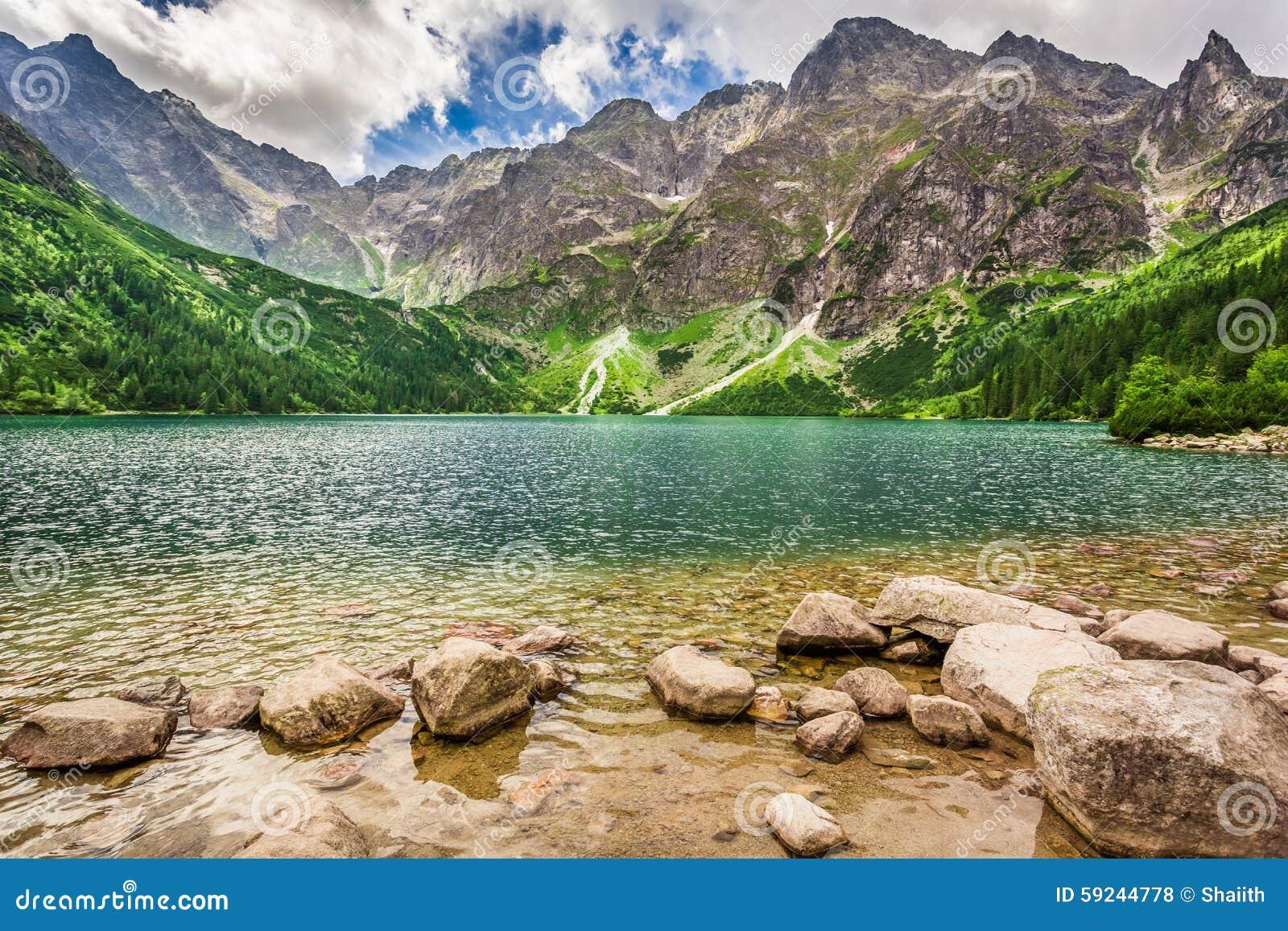 Download Lago En Las Montañas De Tatra En El Amanecer Foto de archivo - Imagen de polonia, verano: 59244778