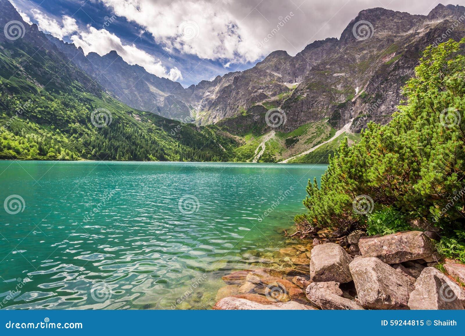 Download Lago En Las Montañas En La Salida Del Sol Imagen de archivo - Imagen de senderismo, cielo: 59244815
