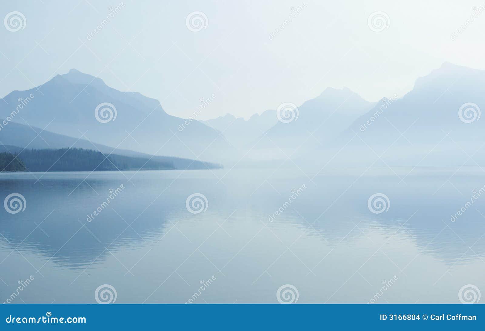 Lago enevoado A 8-07