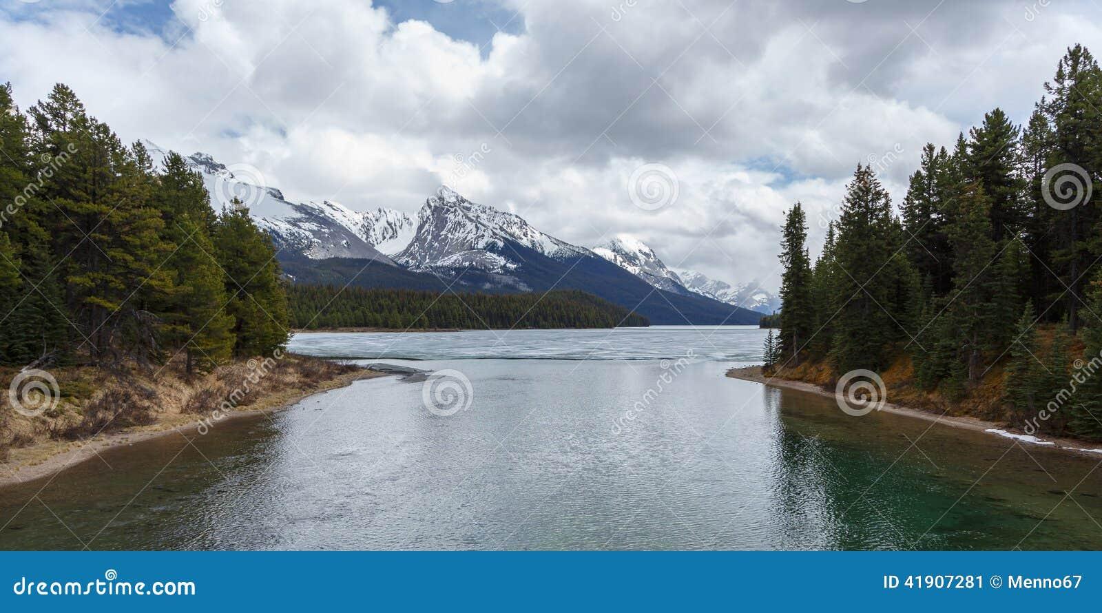 Lago escénico Maligne