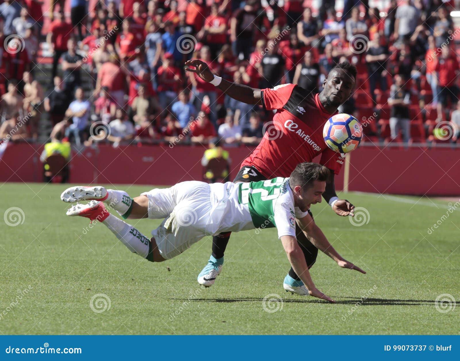 Lago för verklig Mallorcas spelare yngre tryck över den Santanders mittfältaren