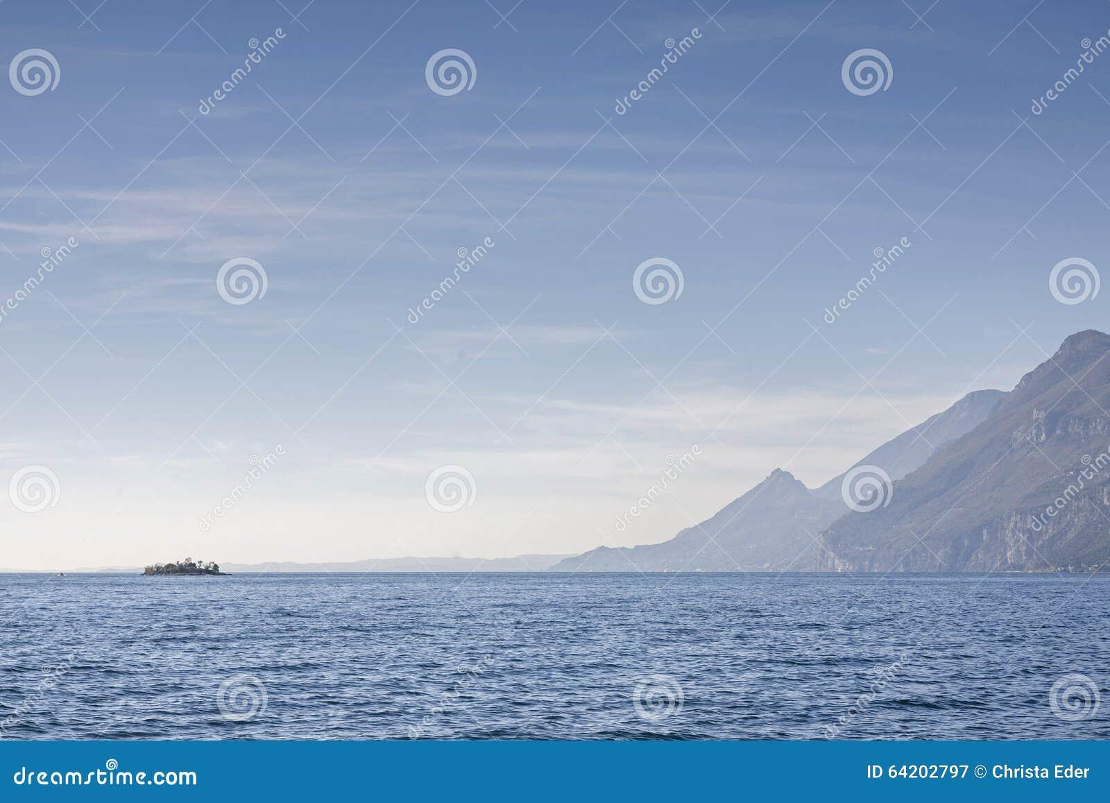 Lago Garda - lago en contraluz