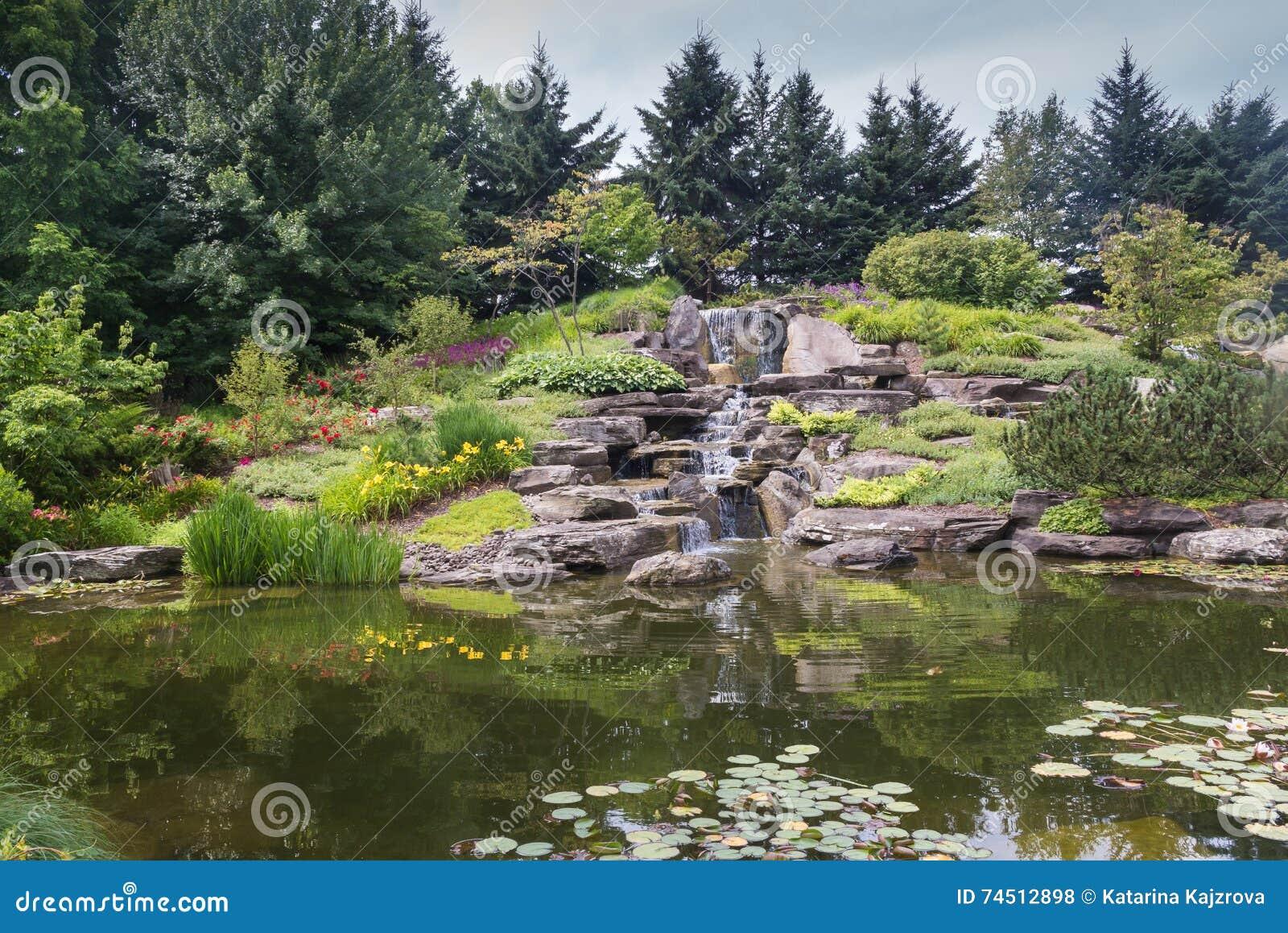 Lago giapponese a Grand Rapids, Michigan, Stati Uniti