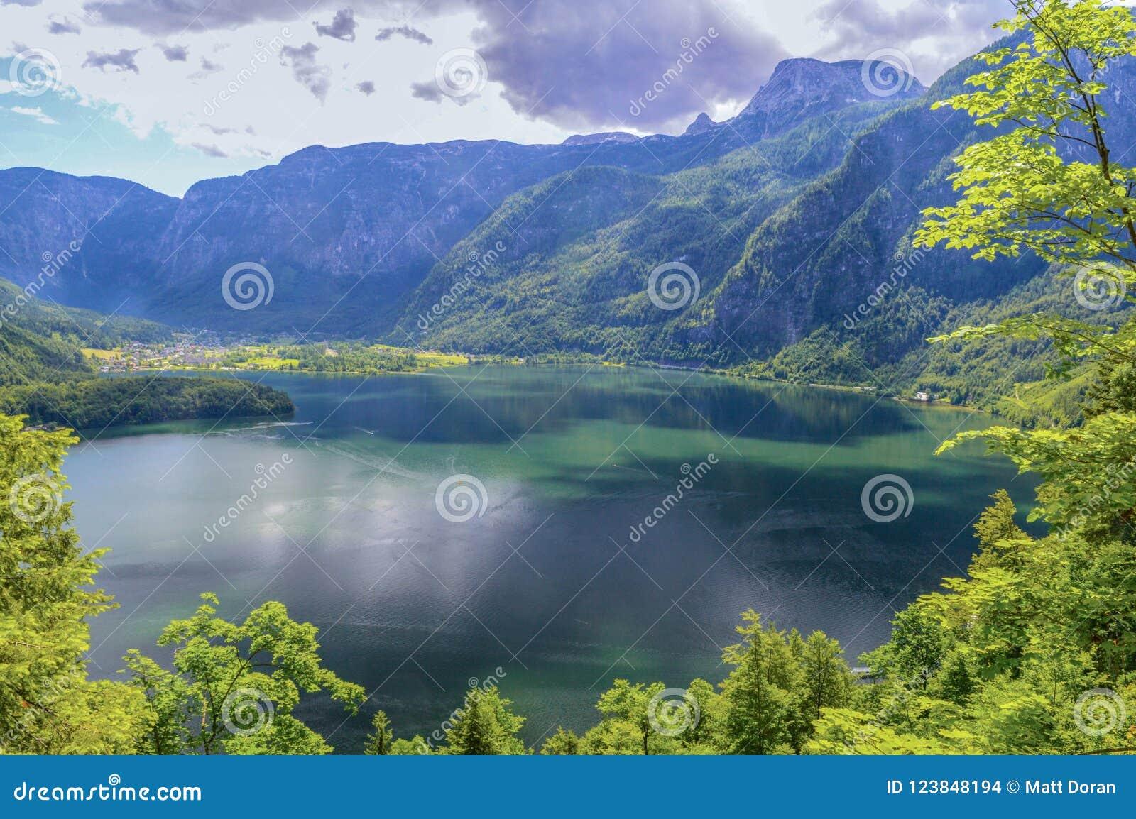 Lago Hallstatt nel summertine in Austria