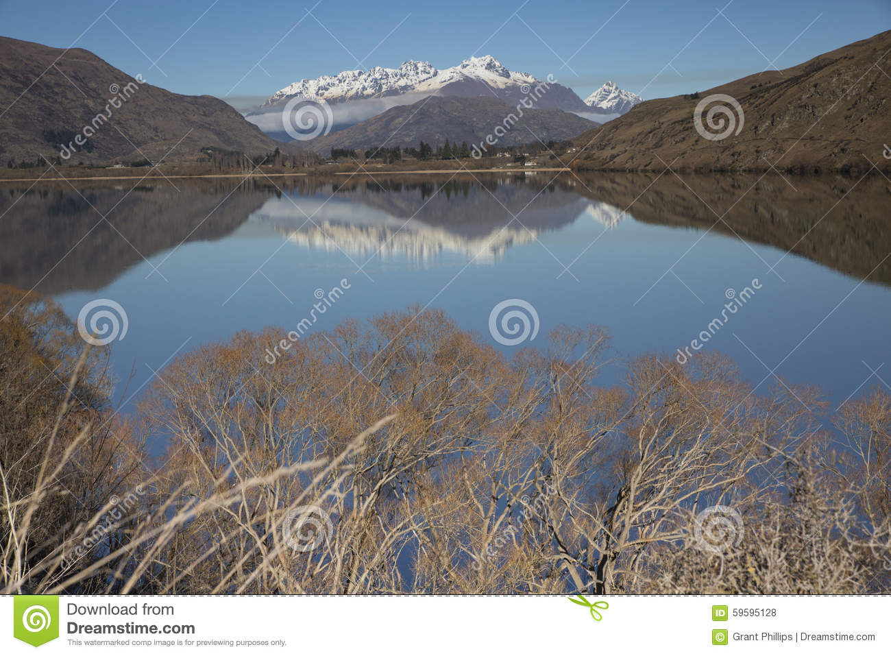 Lago Hayes reflections