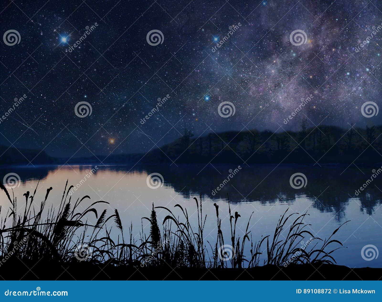 Lago hermoso debajo de las estrellas