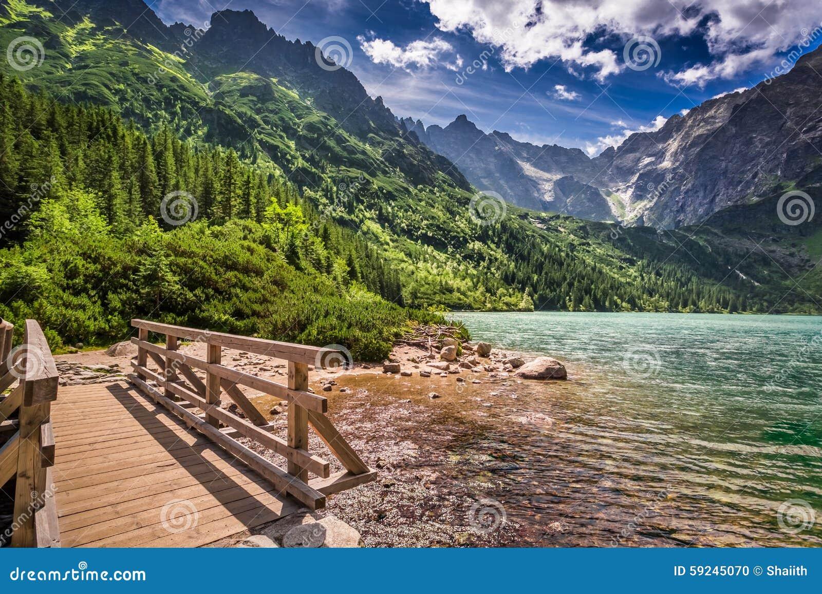 Download Lago Hermoso En Las Montañas En El Verano Foto de archivo - Imagen de colina, turismo: 59245070