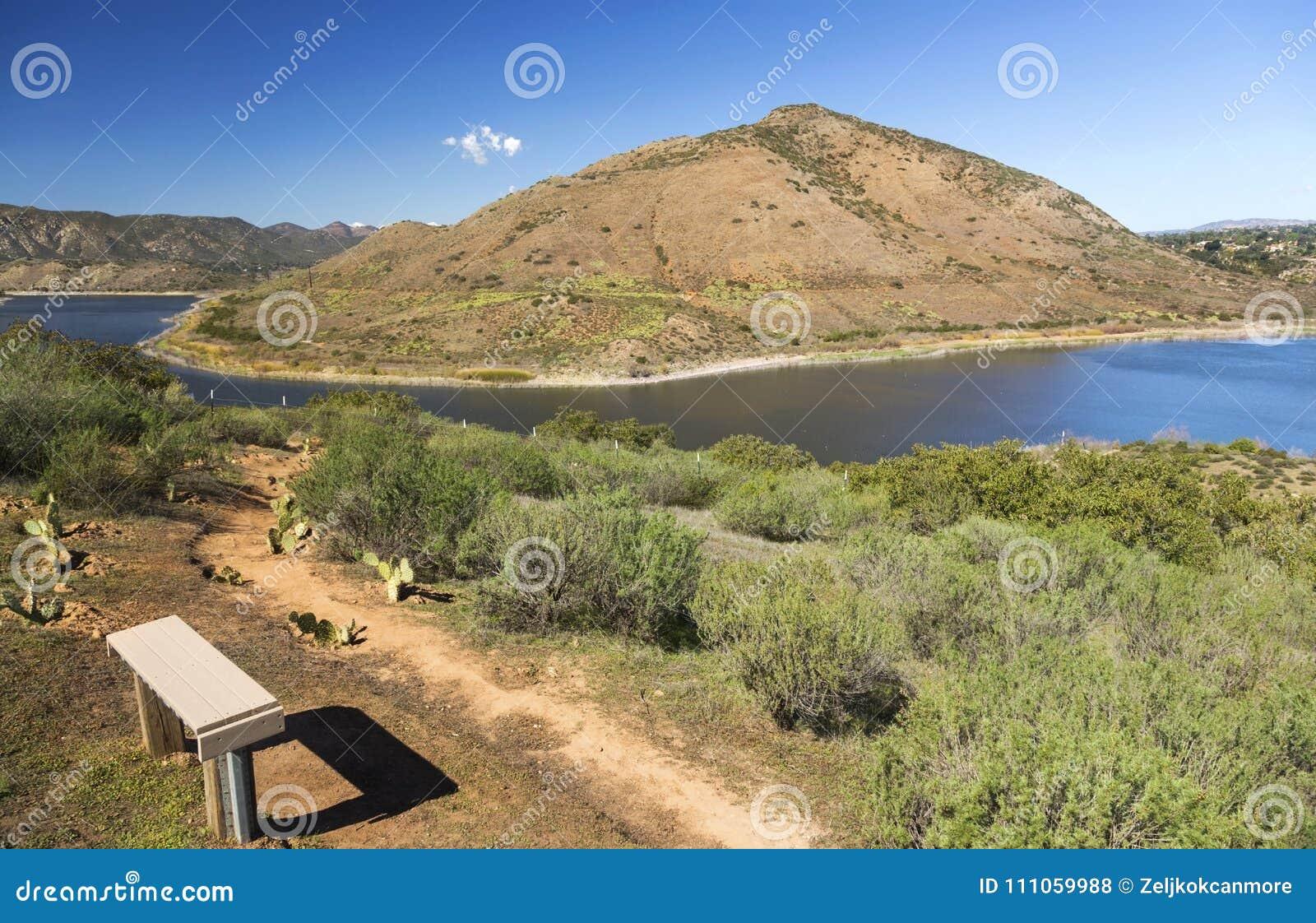 Lago Hodges e Bernardo Mountain Scenic Landscape San Diego County Poway California