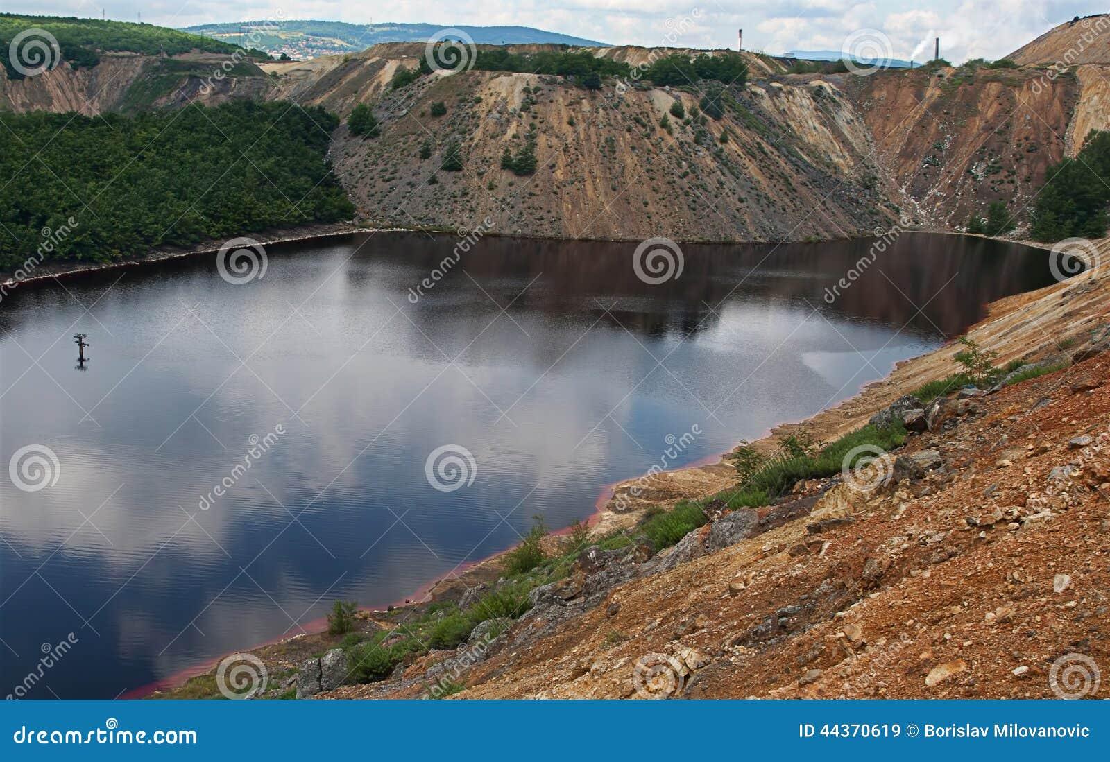 Lago inquinante