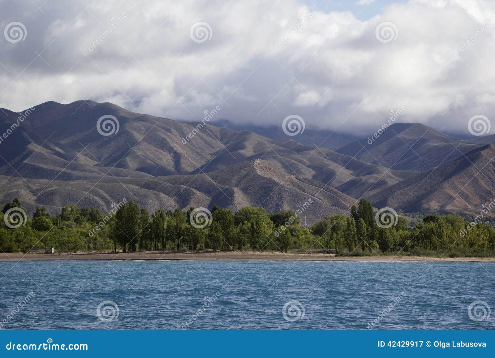 Lago Issyk-Kul en Kirguistán