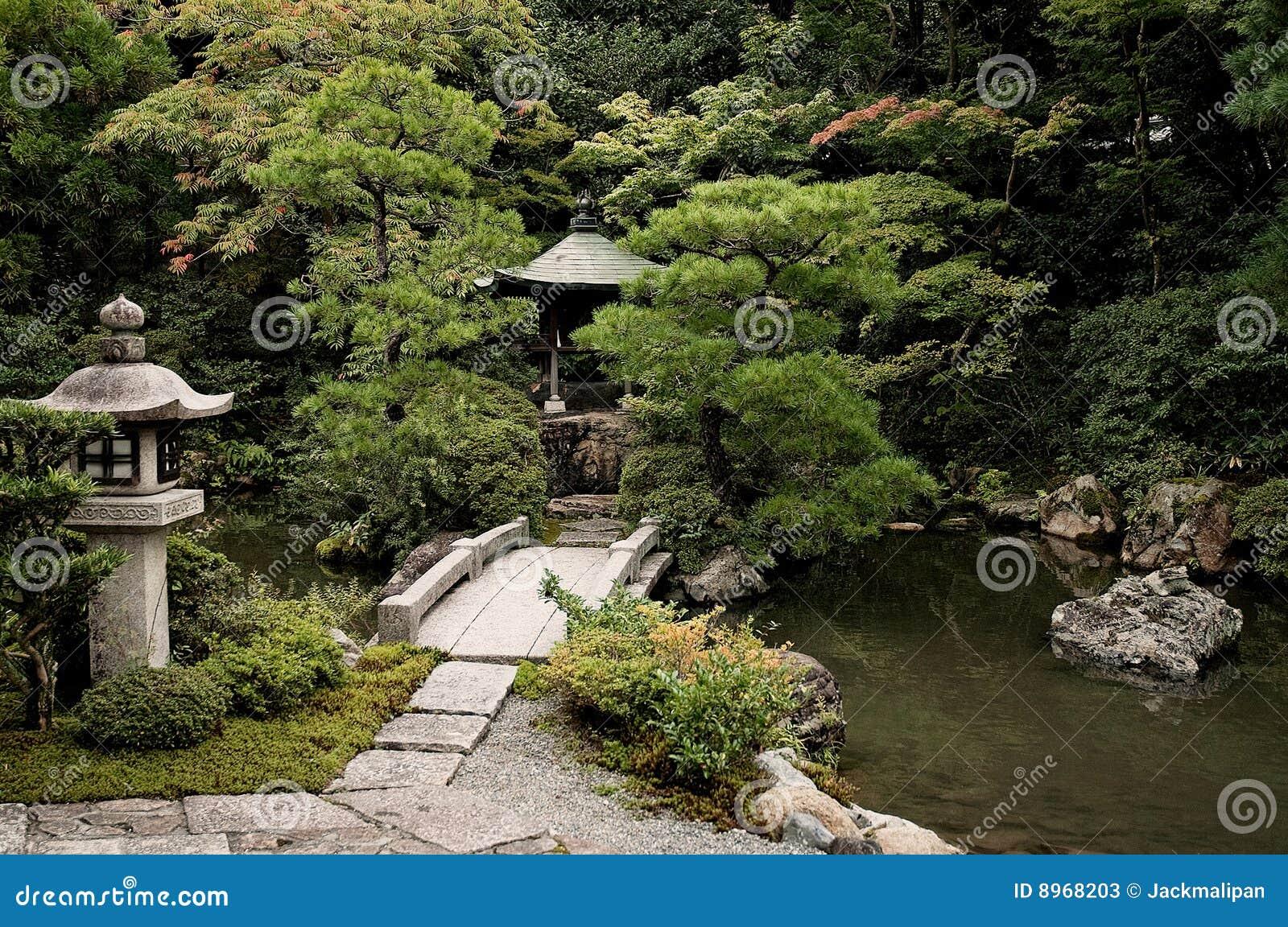 Lago japon s del jard n en rea de templo de kyoto fotos for Jardin kyoto