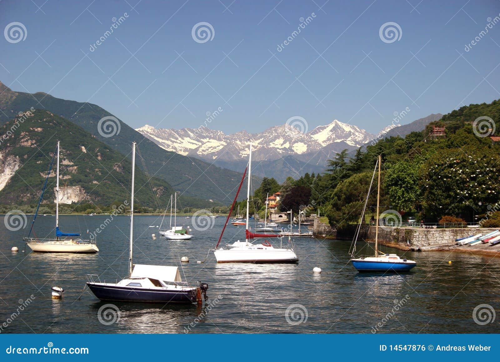 Snowcapped Imágenes De Stock Snowcapped Fotos De Stock: Lago Maggiore And Snowcapped Swiss Alps Royalty Free Stock