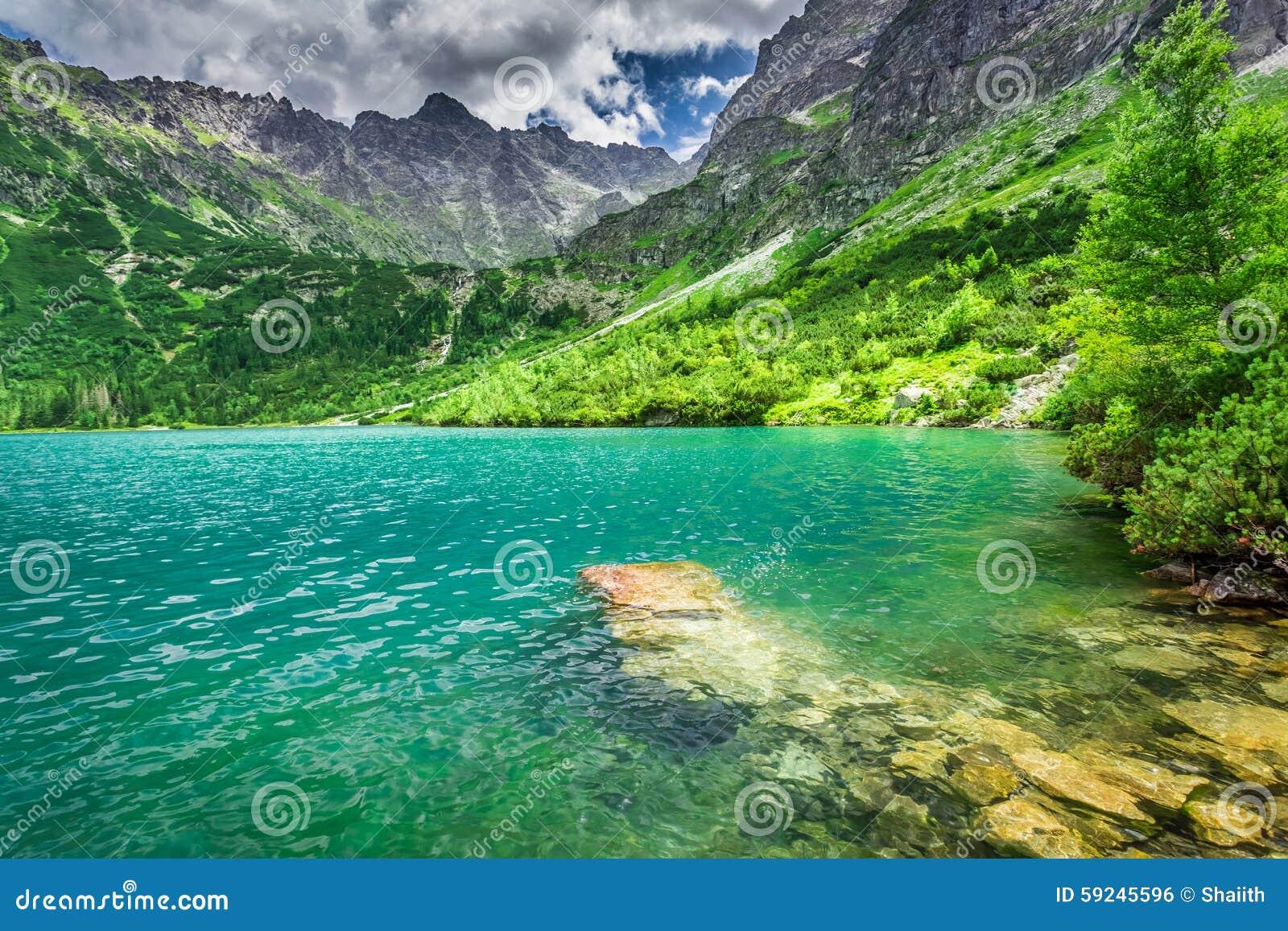 Download Lago Maravilloso En El Medio De Las Montañas En El Verano Foto de archivo - Imagen de pulimento, agua: 59245596
