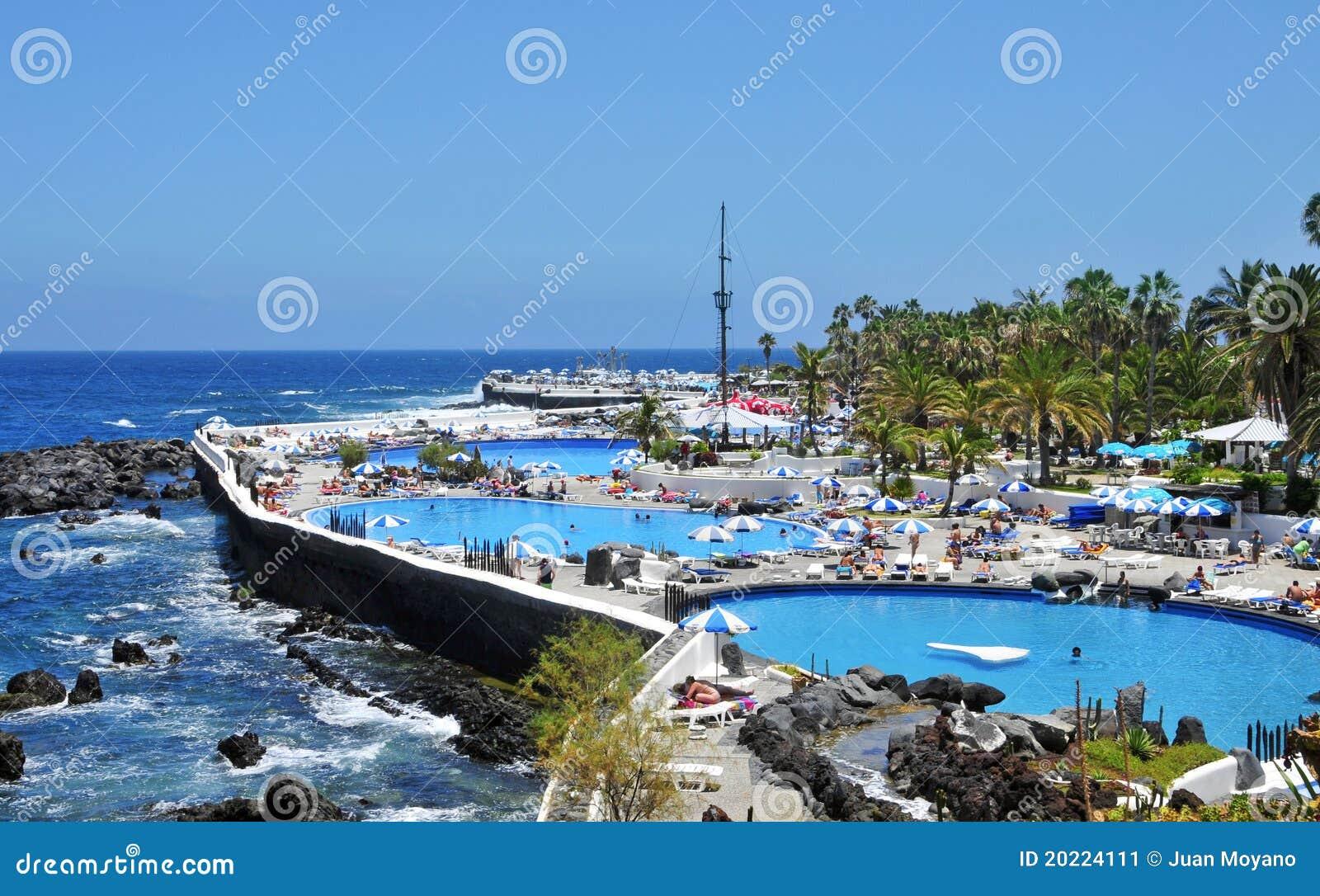 Lago martianez puerto de la cruz tenerife espa a foto for Piscinas martianez