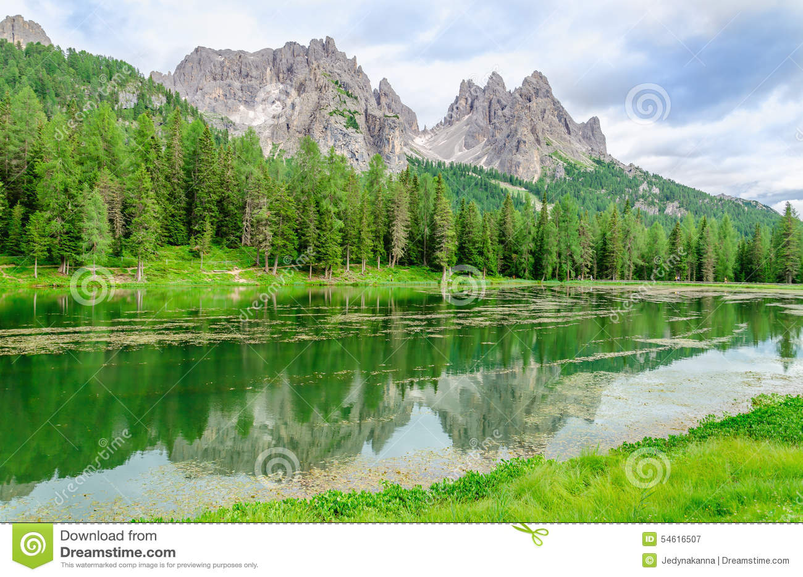 Lago Misurina em dolomites de Sexten, Itália