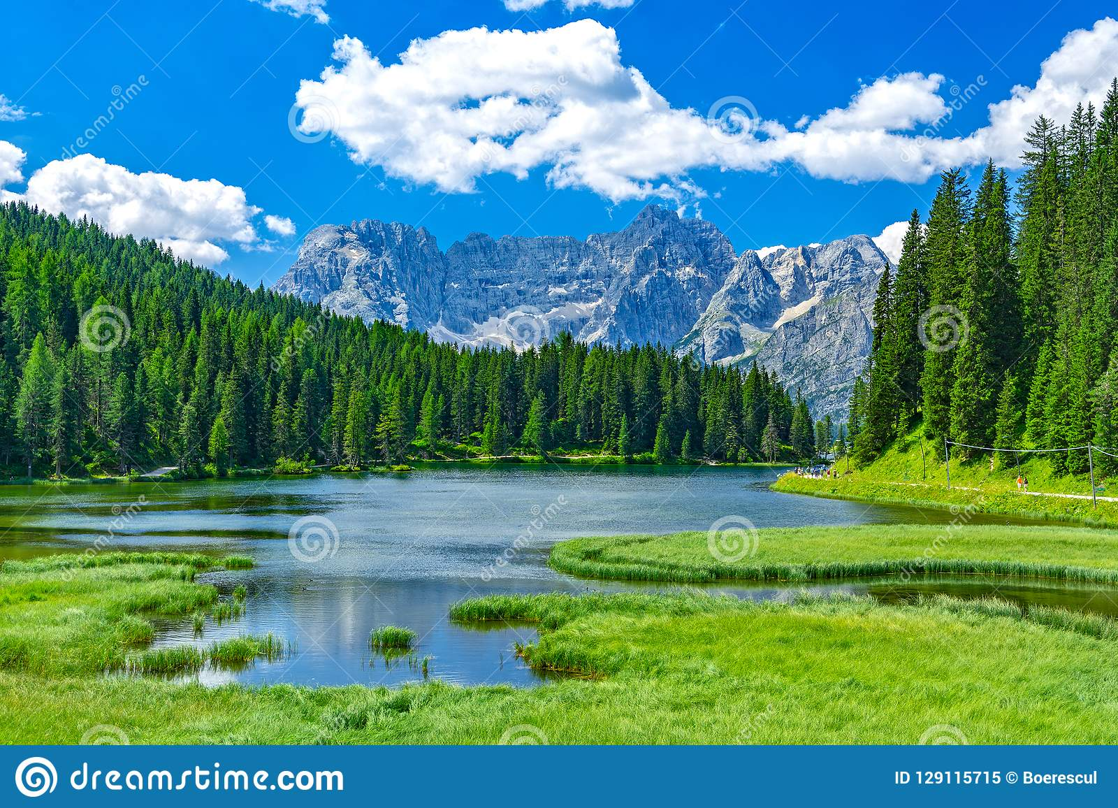 Lago Misurina no verão, Itália