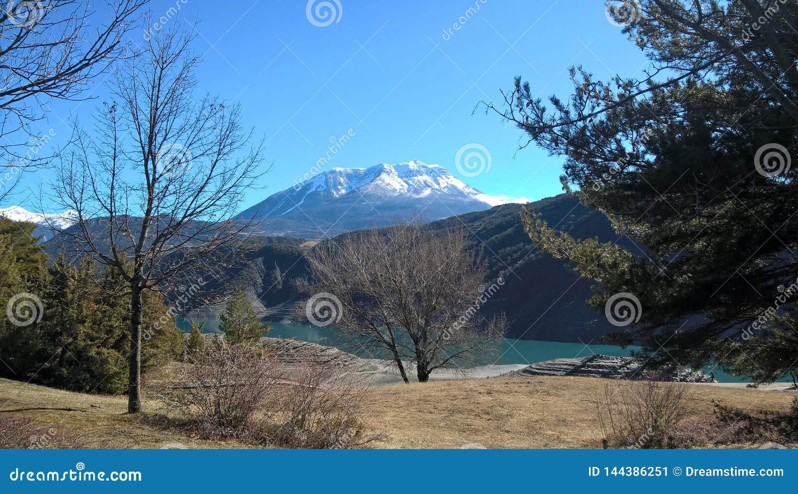 Lago Montain a ser reservado