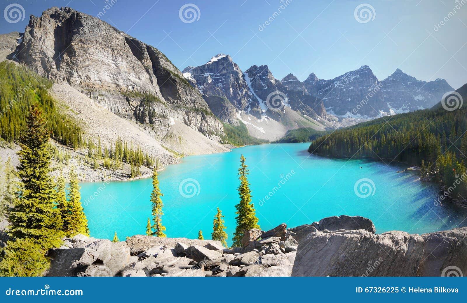 Lago moraine delle montagne del paesaggio del canada - Immagini da colorare delle montagne ...