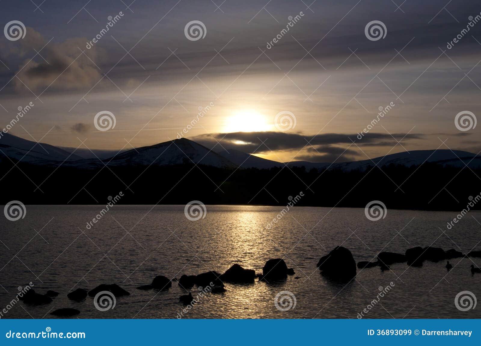 Download Lago Morlich al tramonto immagine stock. Immagine di stagione - 36893099