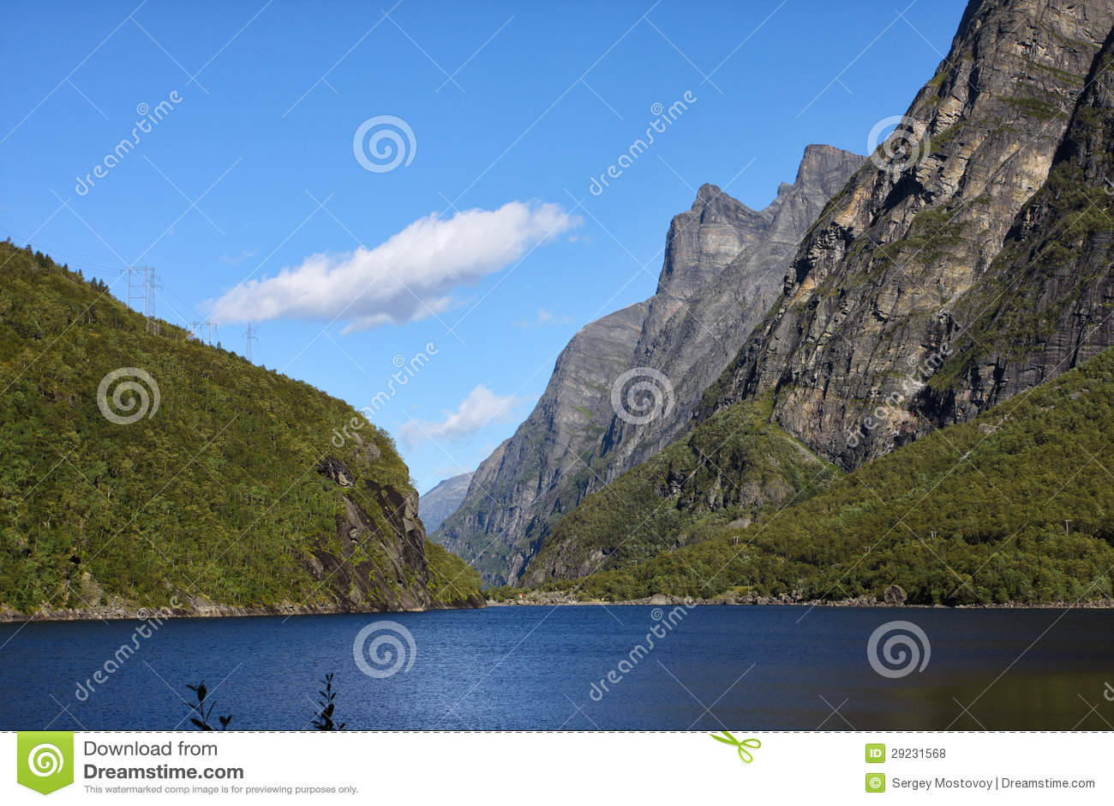 Download Lago mountain foto de stock. Imagem de vista, verde, costa - 29231568