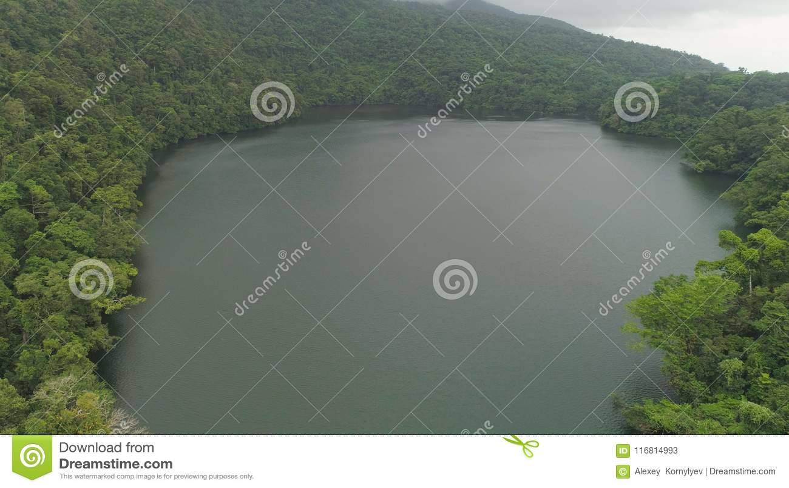 Lago nelle montagne, Bulusan Filippine, Luzon