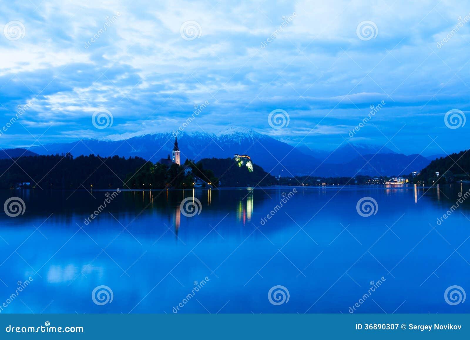 Download Lago sanguinato immagine stock. Immagine di panorama - 36890307