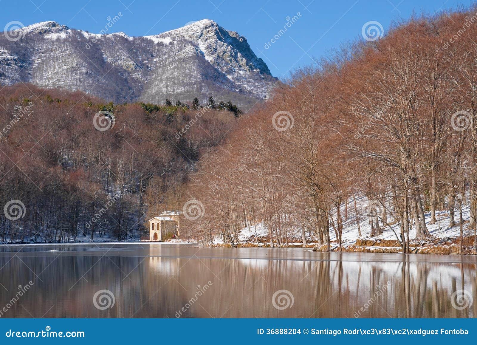 Download Lago Santa Fe fotografia stock. Immagine di riflesso - 36888204