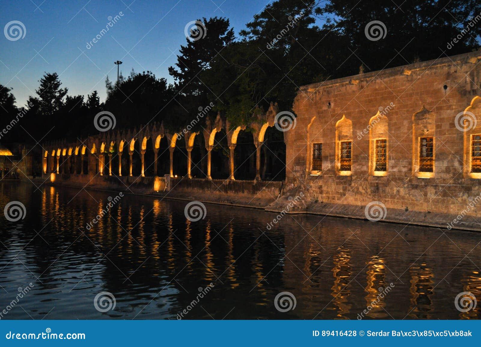 Lago santamente Sanliurfa Turquia dos peixes