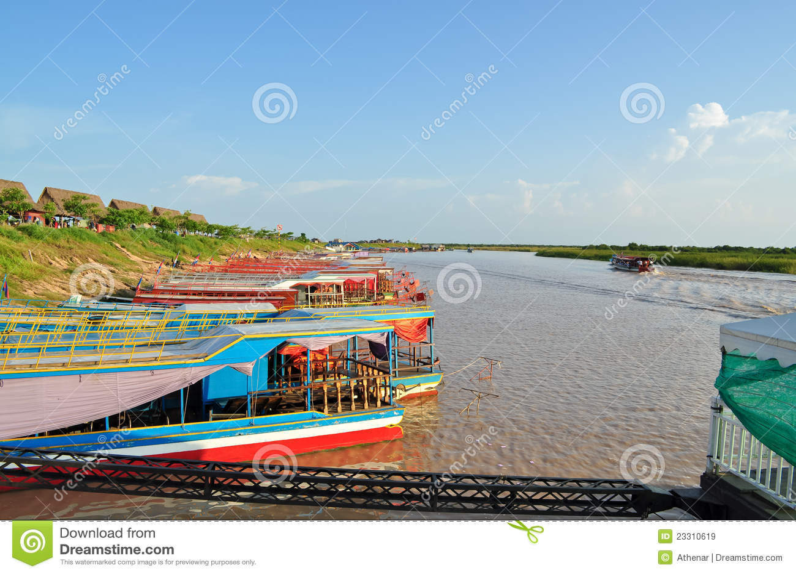 Lago sap de Tonle em Cambodia
