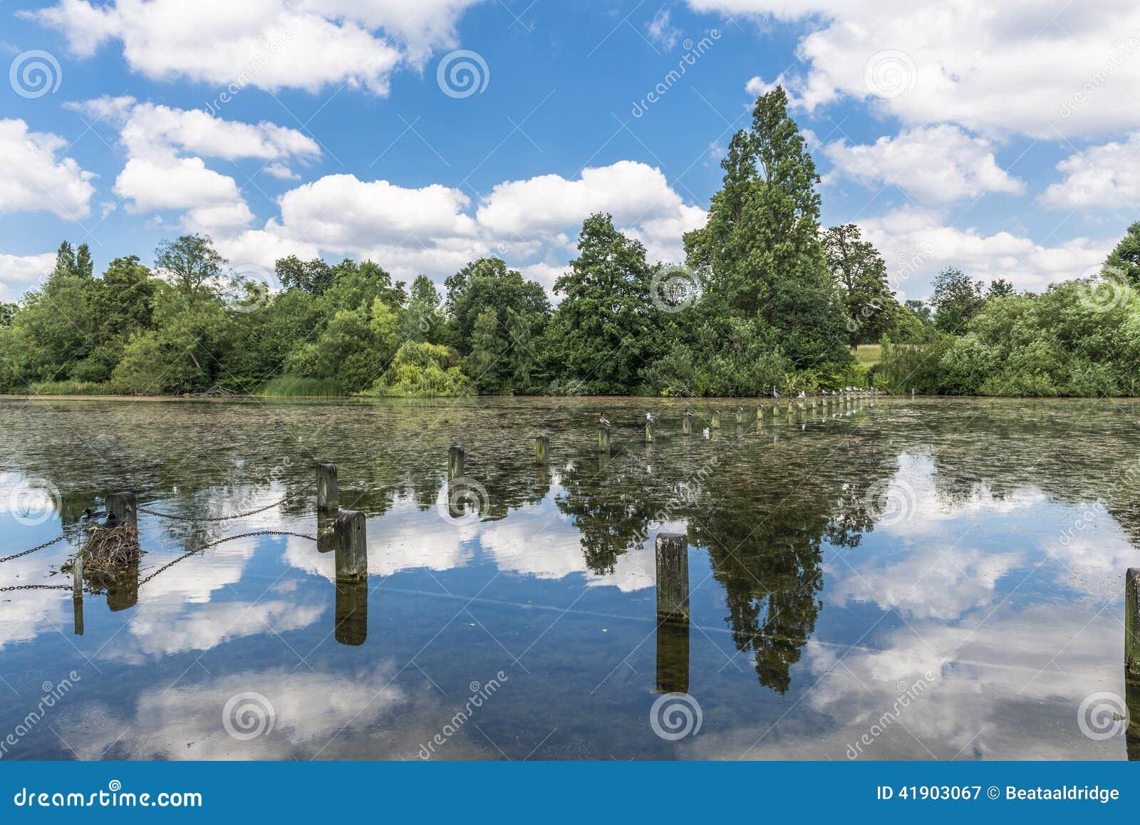 Lago serpentino en Hyde Park, Londres