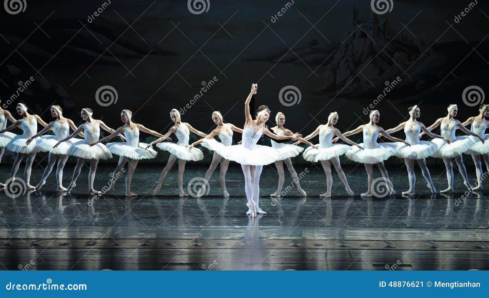 Lago swan di balletto