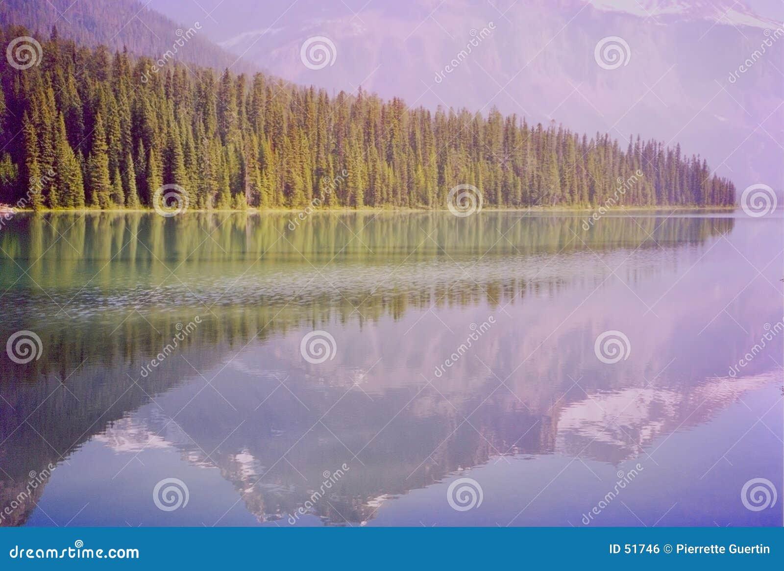 Lago verde smeraldo