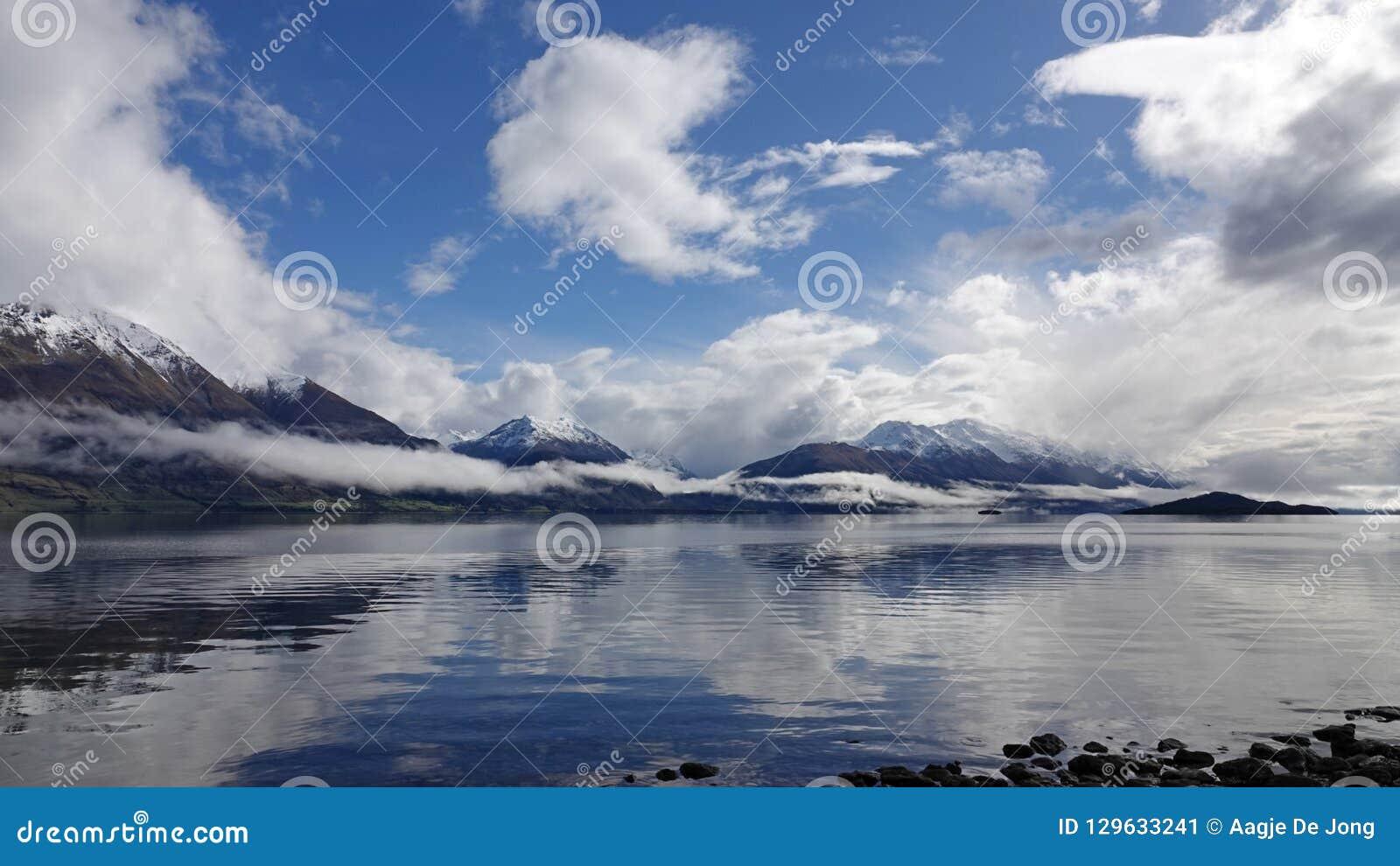 Lago Wakatipu na movimentação cênico de Glenorchy, Nova Zelândia