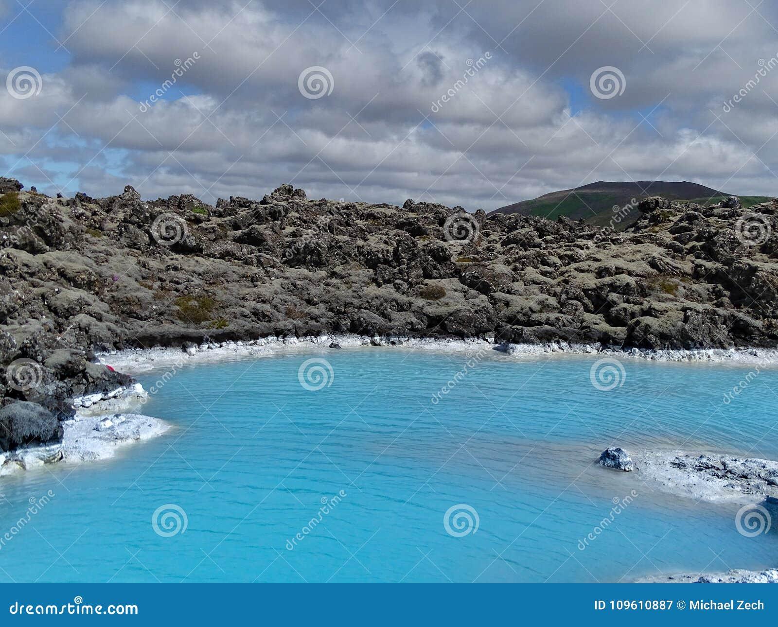 A lagoa azul bonita perto de reykjavik, Islândia