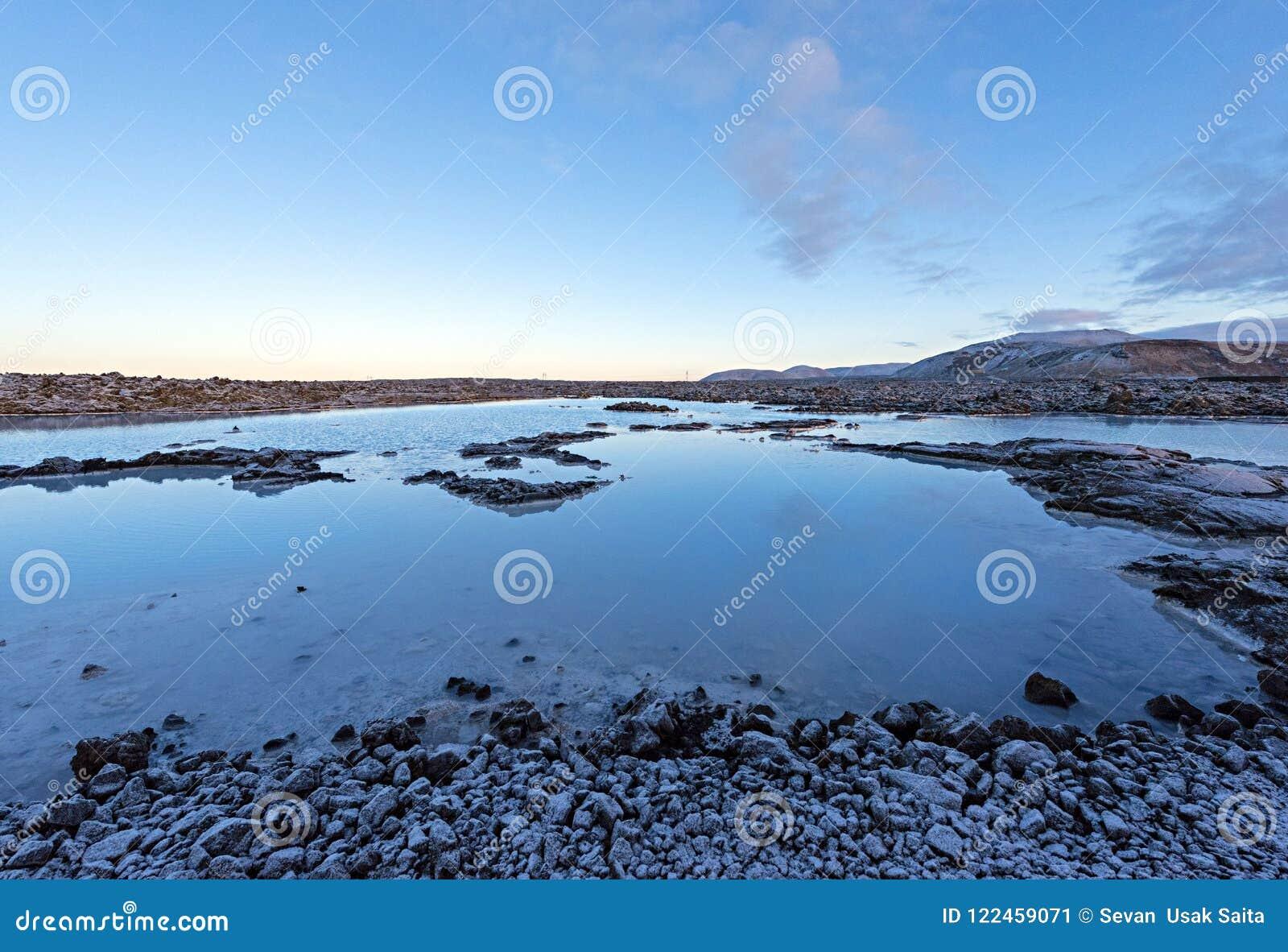 A lagoa azul famosa perto de Reykjavik