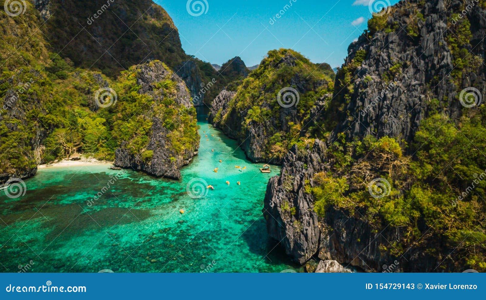 Lagoa azul tropical bonita Paisagem c?nico com as ilhas da ba?a e da montanha do mar, EL Nido, Palawan, Filipinas, 3Sudeste Asi?t