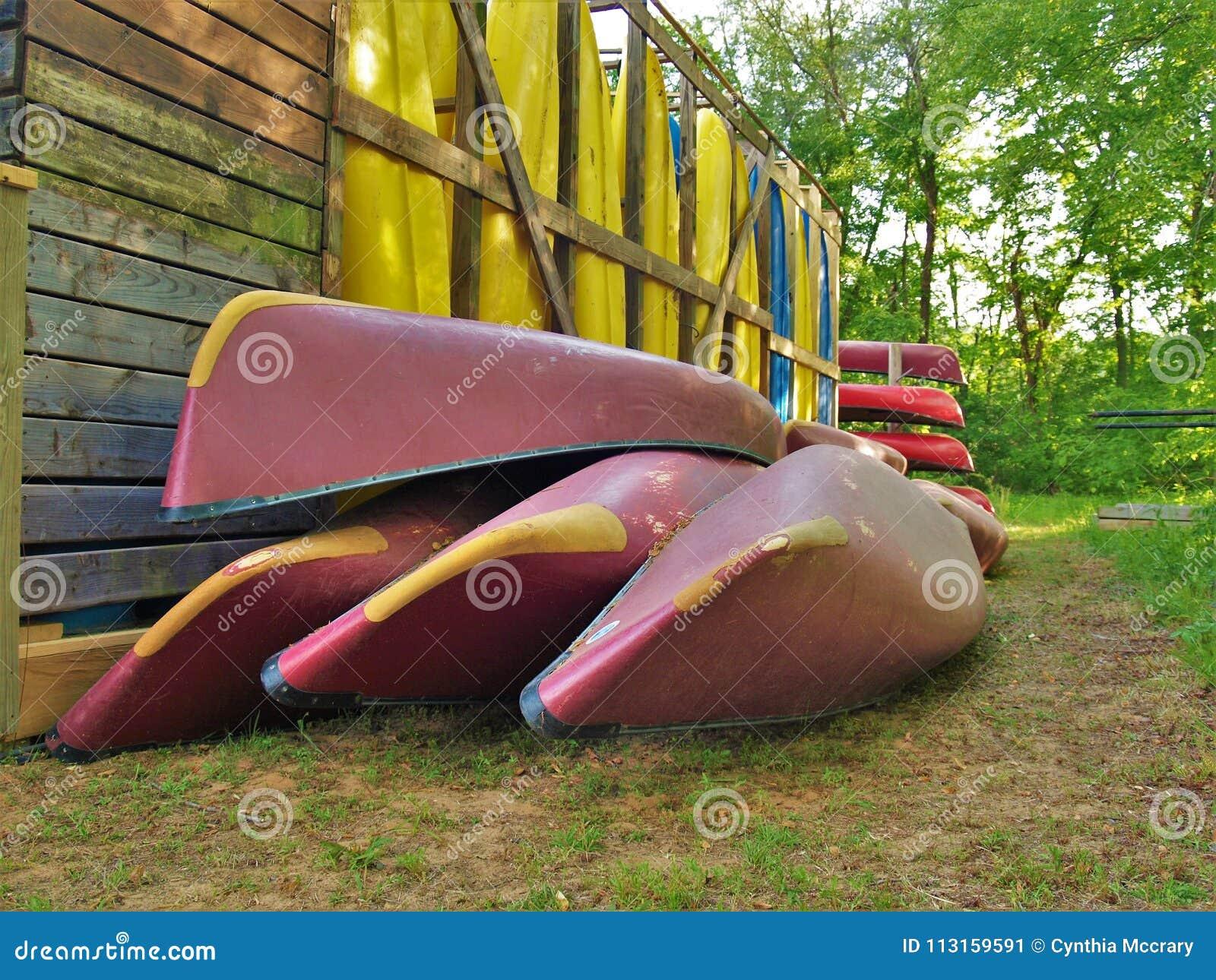 Lagrade kanoter och kajaker