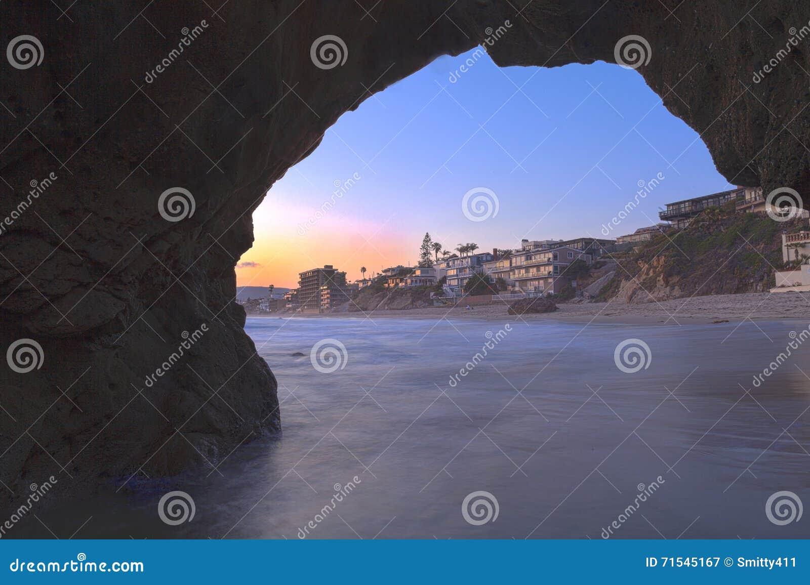 Laguna Beach através da caverna do buraco da fechadura