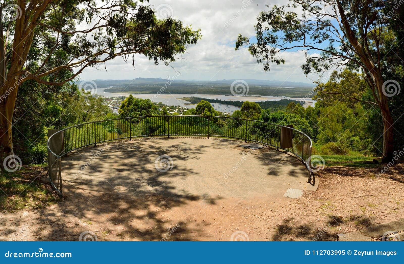 Laguna het Vooruitzicht biedt toneelmeningen over Noosa, Queensland aan