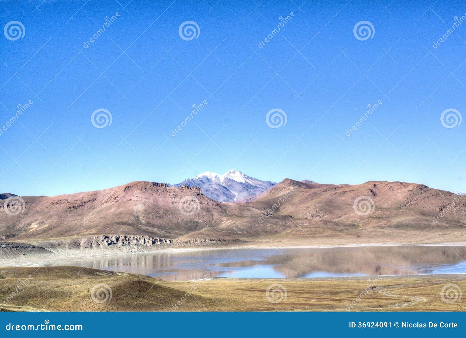 Laguna przy średniogórzami
