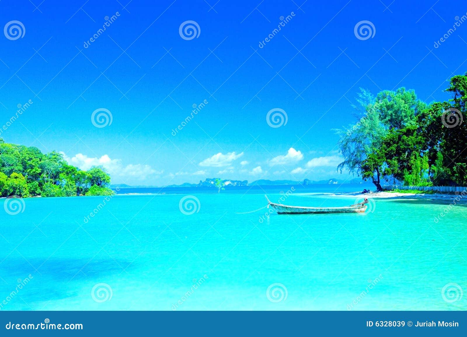 Lagune strand in toevluchtbaai van Krabi, Thailand.