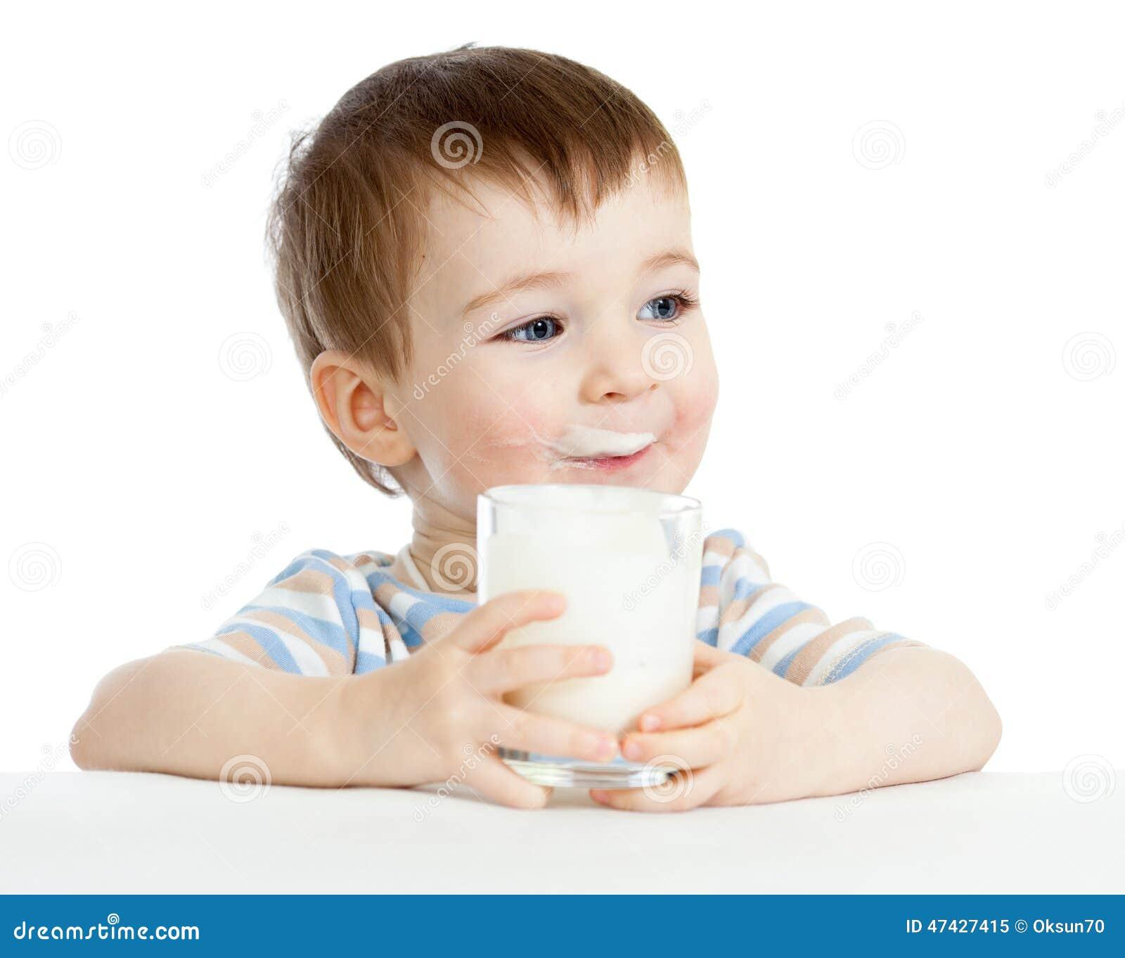 lait boisson d 39 enfant de verre photo stock image 47427415. Black Bedroom Furniture Sets. Home Design Ideas