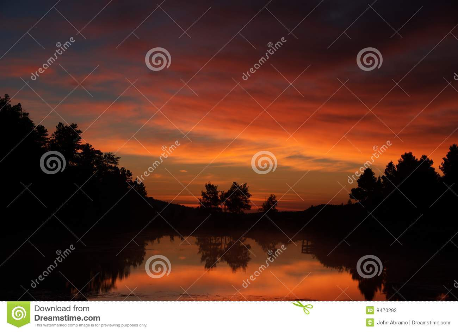 Lake över scenisk solnedgång