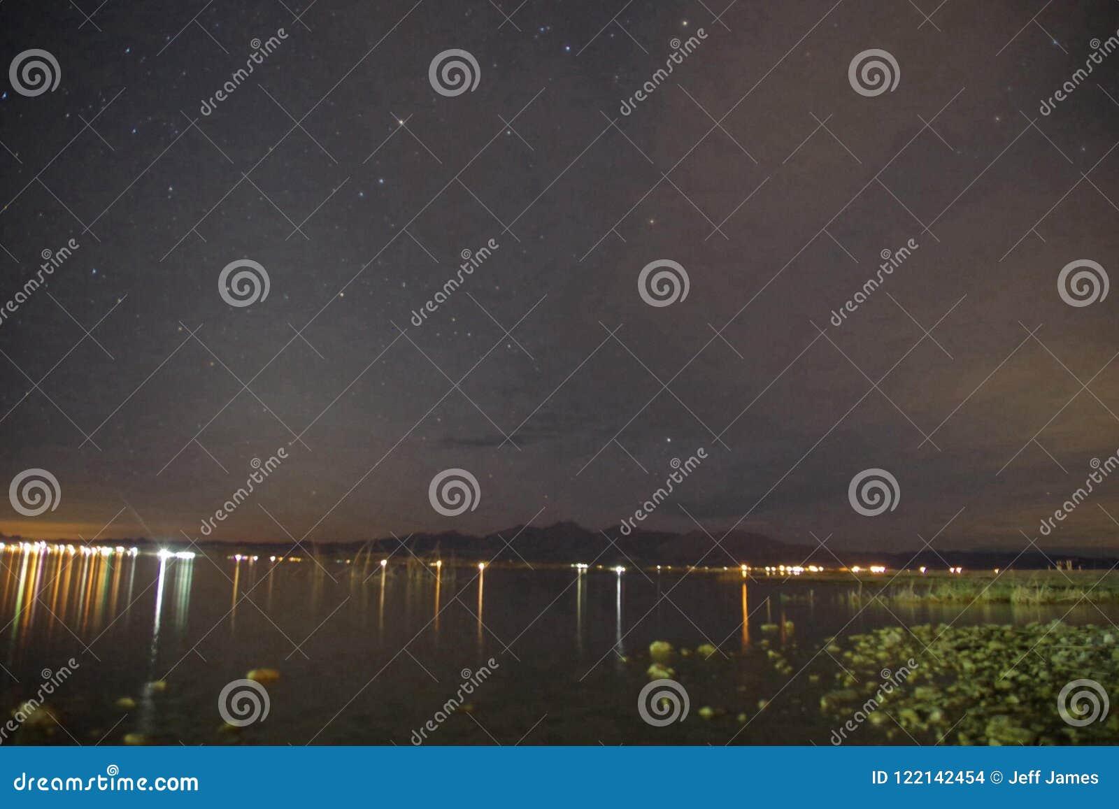 Lake Havasu reflexioner vaggar i vattnet